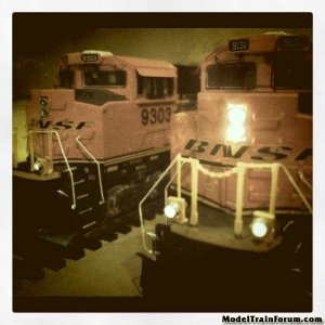 Pair Of Bnsf Sd-70 Ace