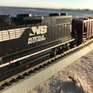 GP40-2 beach freight
